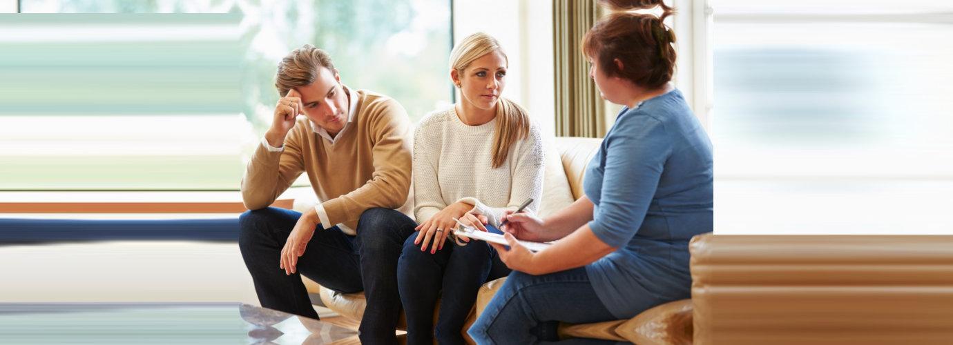 counselor guiding divorce parents